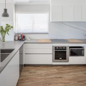 marble-look ceramic splashback Kitchen design